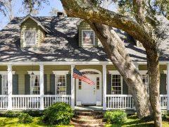 10 Bayou Oaks